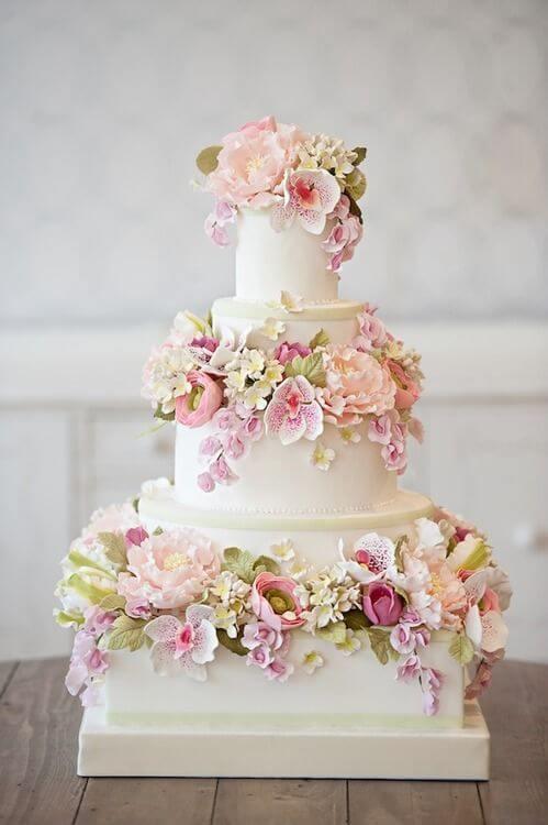 Bolo de Casamento com Flores de Açucar